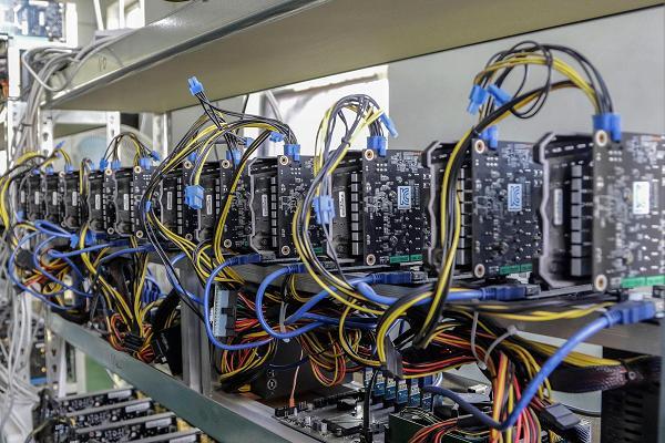 Rubati 600 computer da Mining bitcoin in Islanda