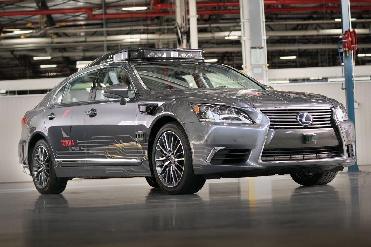 Toyota mette in pausa il progetto di self-driving di Uber