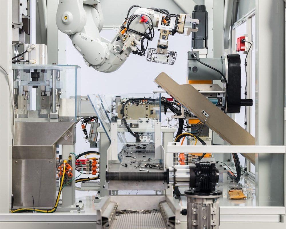 Robot che ricicla 200 iPhone all'ora, ecco Daisy di Apple
